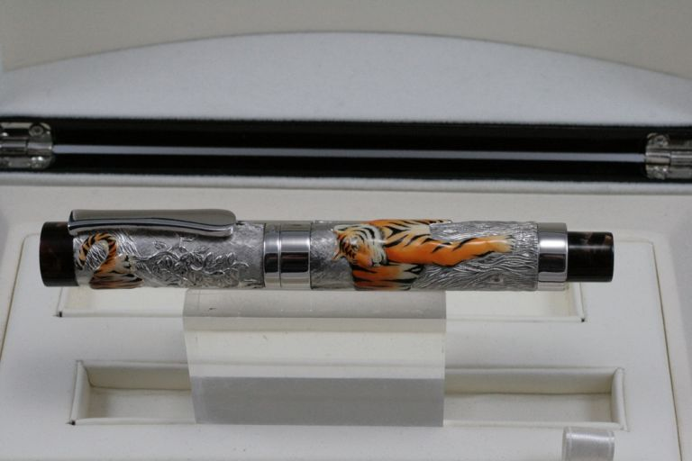 FOUNTAIN PEN LEOPARD AND ROLLER BALL TIGER URSO LUXURY