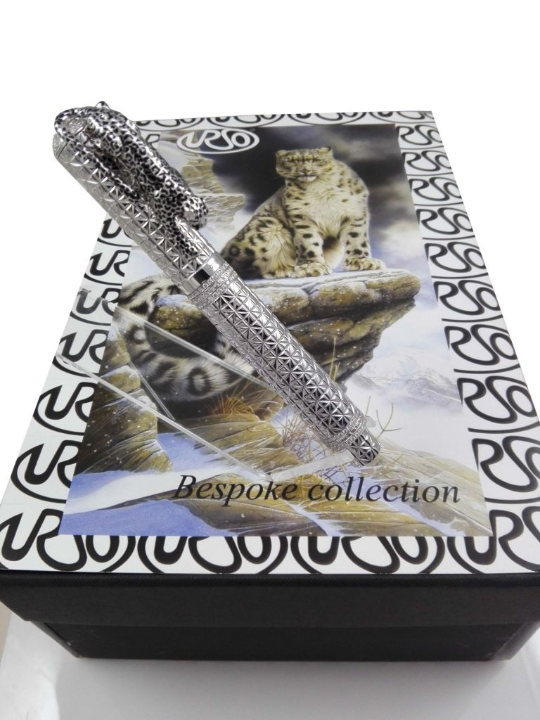 ROLLER BALL LEOPARD IN SOLID GOLD 18KT AND DIAMONDS (BESPOKE PEN) URSO
